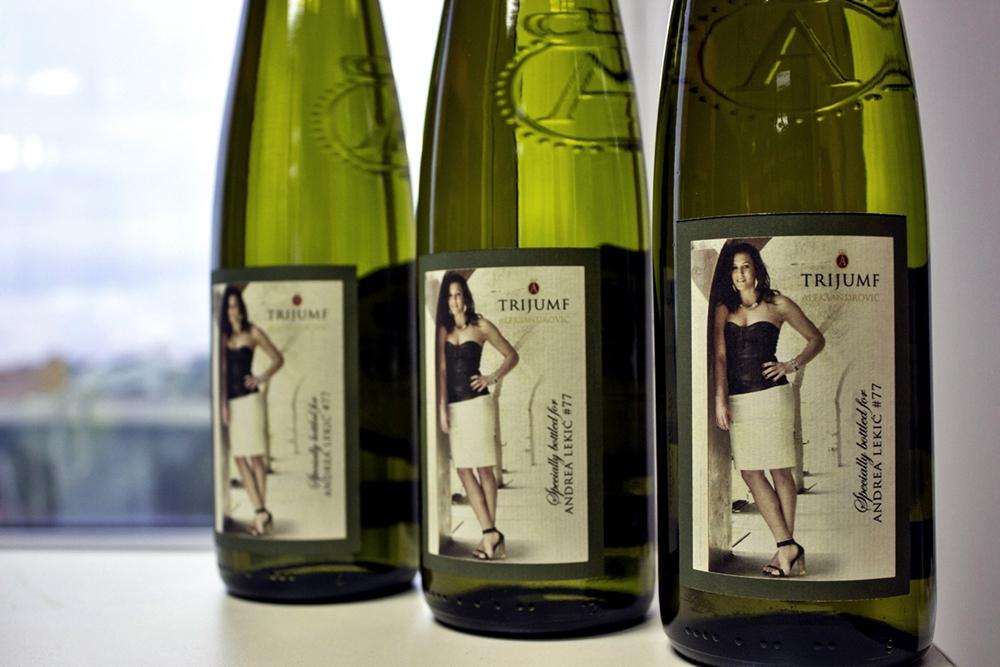 ZA NOVE TRIFUMFE: Specijalno punjene boce u vinariji Aleksandrović