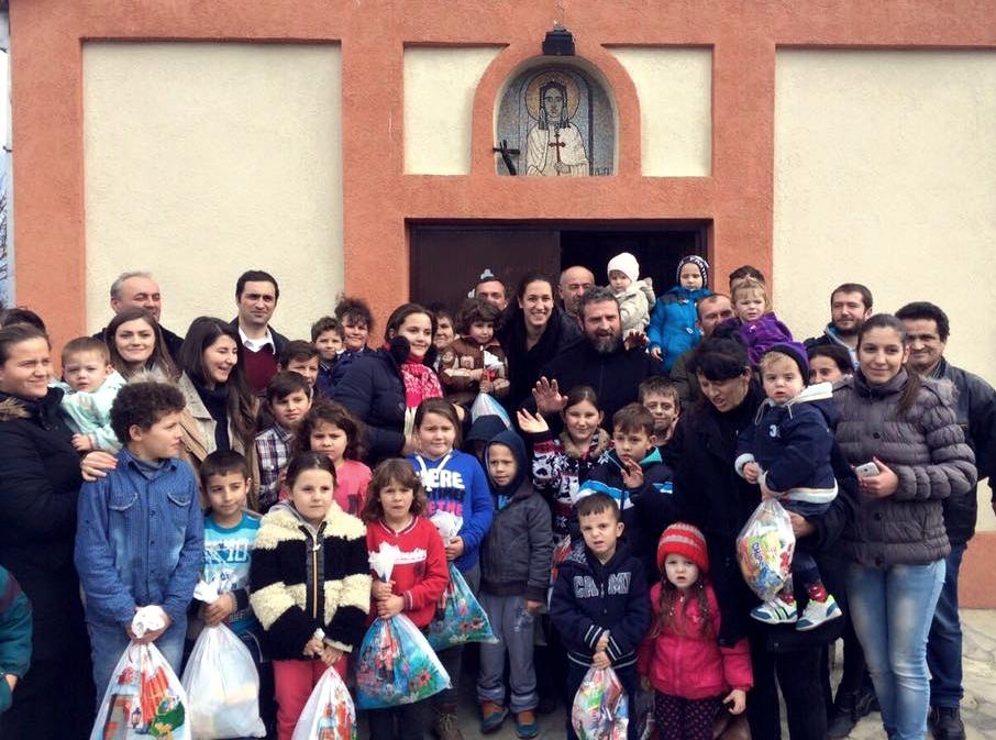 Andrea Lekić odnela paketiće srpskoj deci u centralnom Kosovu (VIDEO)